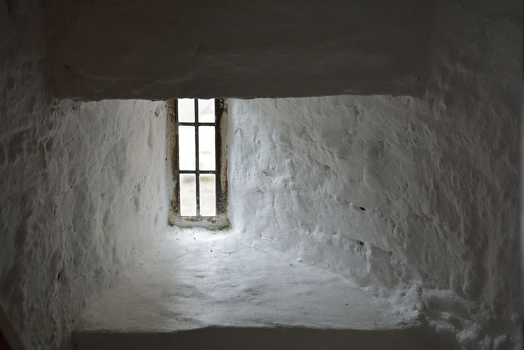 Desmond_Castle_or_The_French_Prison_Kinsale_-_a_windowsill