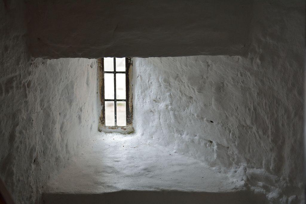 Desmond_Castle_or_The_French_Prison_Kinsale_-_a_windowsill