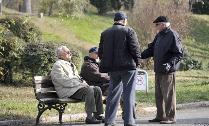 4 elderly men talking